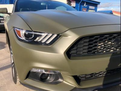 Оклеили Mustang плёнкой Hexis Militari Green Matt