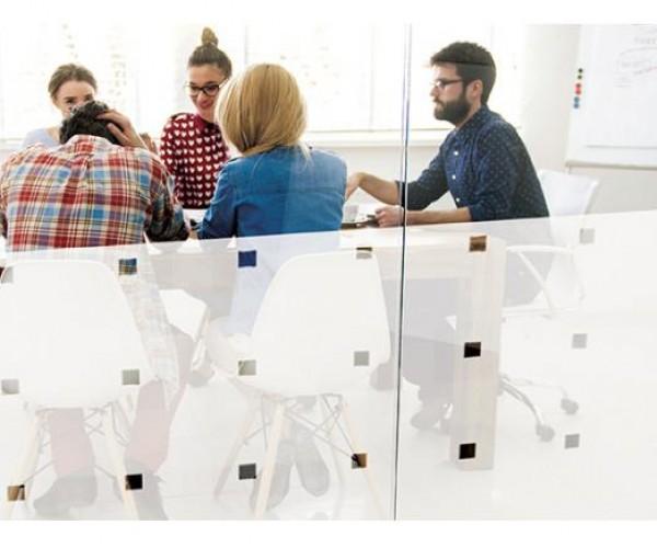 Дизайнерские пленки SOLAR SCREEN® иней формы The Techno, с морозным паттерном с вкраплениями маленьких прозрачных квадратов 3 х 3 см