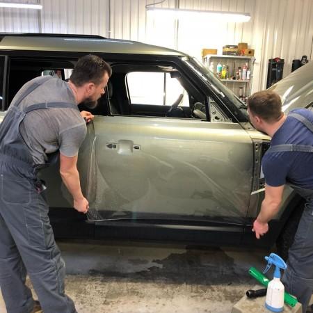 Оклеили Land Rover Defender 2021 плёнкой Bodifense